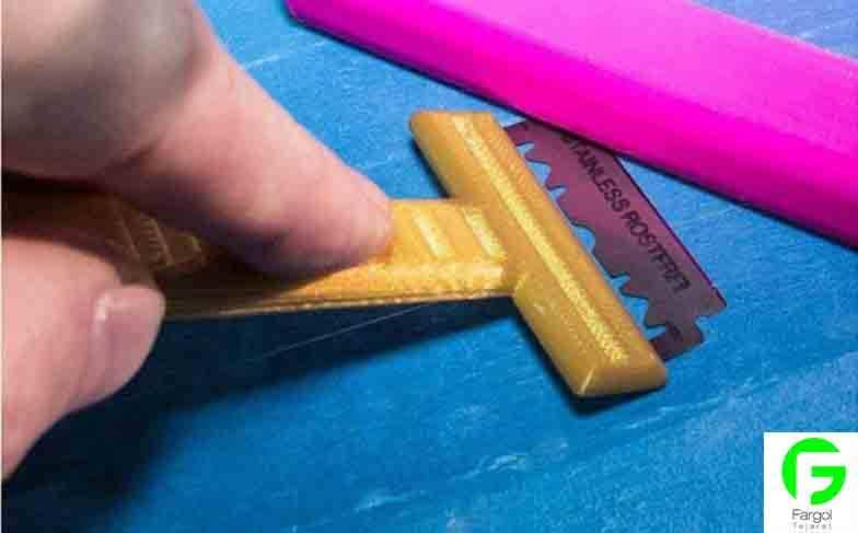 جدا کردن قطعات پرینت شده از کف دستگاه سی ان سی رومیزی